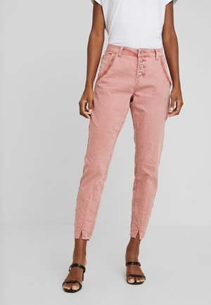 CALINA PANTS BAIILY FIT - Stoffhose - old rose