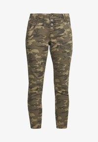 Cream - PENORA 7/8 PANTS - Bukse - sea green printed - 4