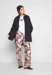 Cream - BAHIACR PANTS - Bukse - spring pink - 1