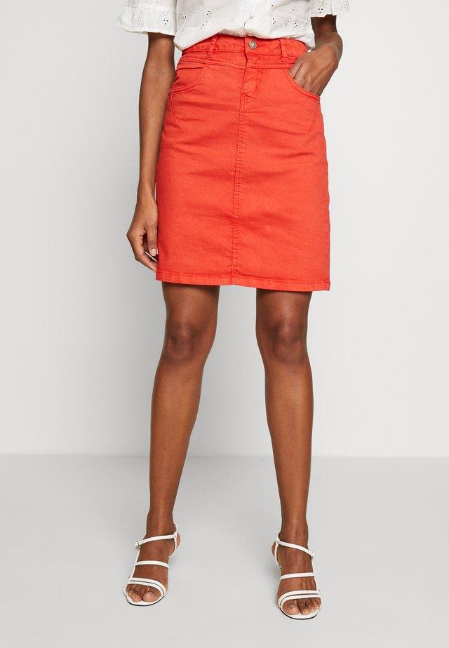 AMALIE SKIRT - Pouzdrová sukně - aurora red