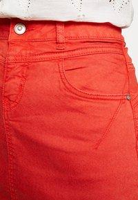 Cream - AMALIE SKIRT - Spódnica ołówkowa  - aurora red - 4