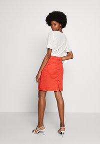 Cream - AMALIE SKIRT - Spódnica ołówkowa  - aurora red - 2