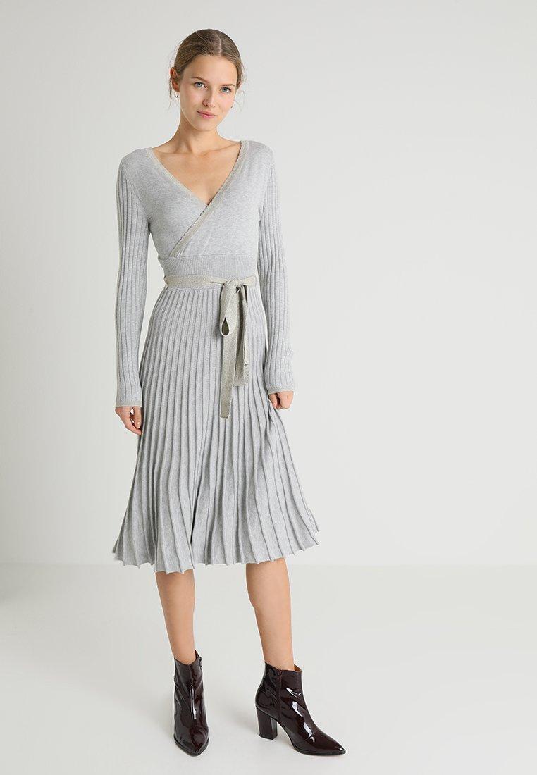 Cream - CLARY DRESS - Strickkleid - light grey melange