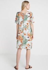 Cream - CECILE DRESS - Korte jurk - misty green - 2