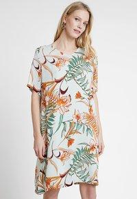 Cream - CECILE DRESS - Korte jurk - misty green - 0