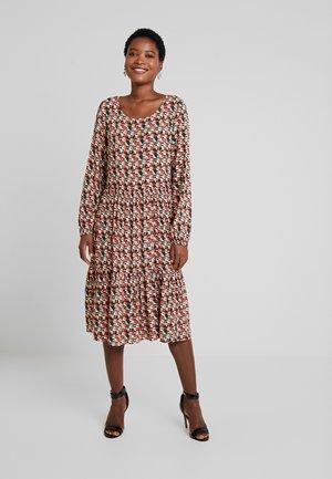 EMMA DRESS - Korte jurk - hot sauce