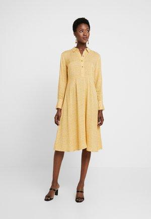 MAY DRESS - Vestido camisero - spicy mustard
