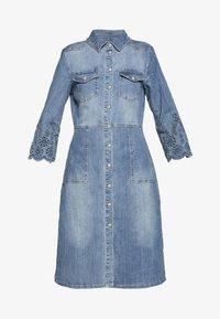 Cream - ROSITA DRESS - Dongerikjole - light blue denim - 4