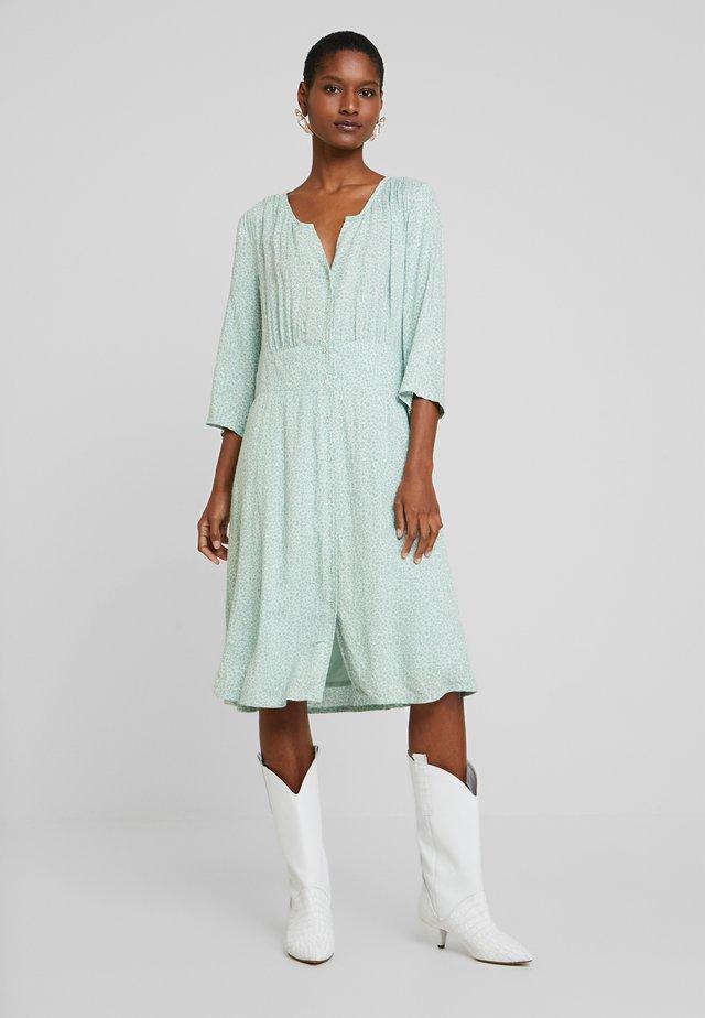 KARINA DRESS - Sukienka koszulowa - soft green