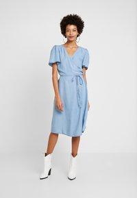 Cream - VINCACR VRAP DRESS - Denim dress - blue denim - 0
