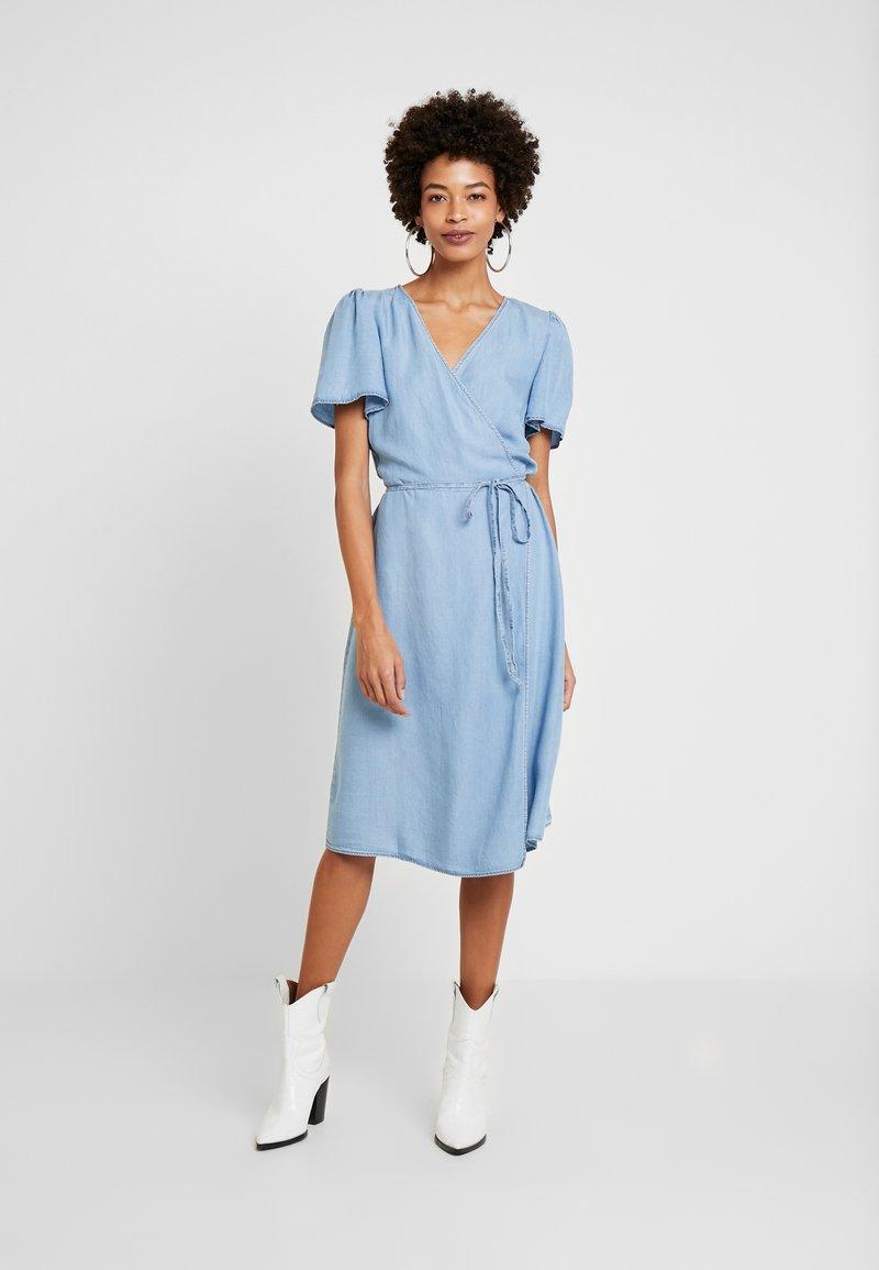 Cream - VINCACR VRAP DRESS - Denim dress - blue denim