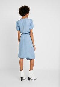 Cream - VINCACR VRAP DRESS - Denim dress - blue denim - 3