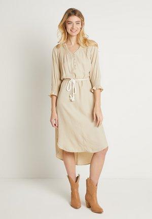 FILUCA DRESS - Denní šaty - chai beige