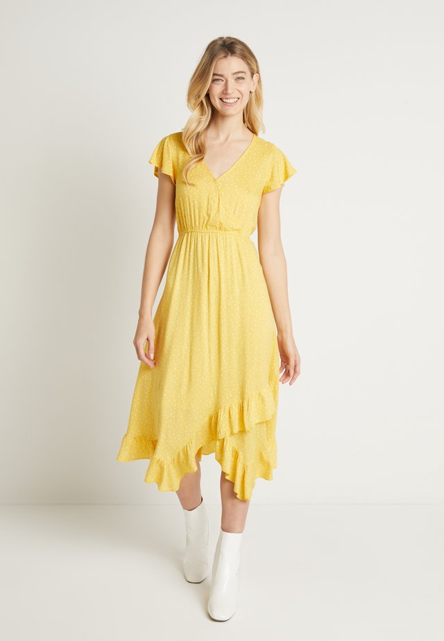 IDALINA DRESS - Korte jurk - spicy mustard