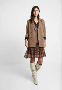 Cream - LIZA DRESS - Kjole - pitch black - 2