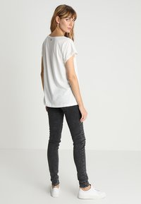 Cream - DEBBIE - T-Shirt print - chalk - 2