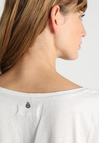 Cream - DEBBIE - T-Shirt print - chalk - 3