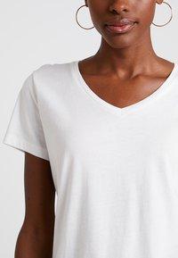 Cream - NAIA - Basic T-shirt - off-white - 4