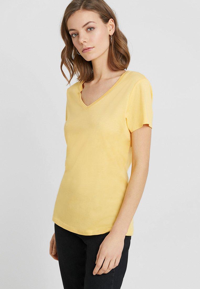 Cream - NAIA - T-Shirt basic - cornsilk yellow