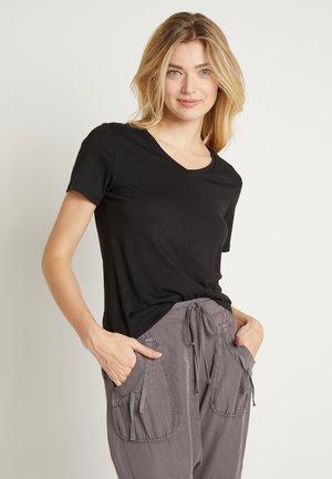 NAIA - T-shirt basic - pitch black