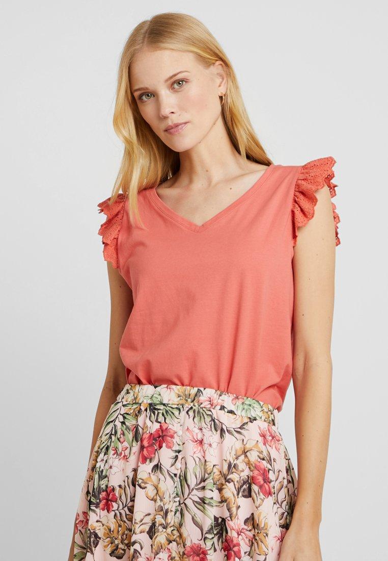 Cream - MYNTE - Camiseta estampada - cranberry
