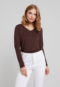 Cream - NAIA LONG SLEEVE  - T-shirt à manches longues - chicory coffee - 0