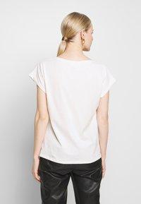 Cream - PIACR - T-shirts med print - gold - 2