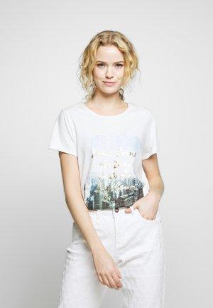 T-shirts med print - multicolour