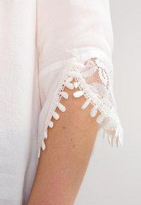 Cream - KALANIE BLOUSE - Bluse - chalk - 5