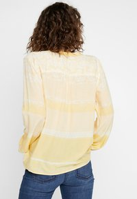 Cream - INA BLOUSE - Bluser - yellow