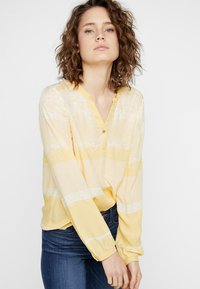 Cream - INA BLOUSE - Bluser - yellow - 0
