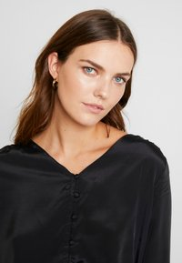 Cream - MILLE BLOUSE - Blusa - pitch black - 3