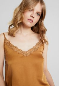 Cream - ELENA TOP - Blus - bronzed - 4
