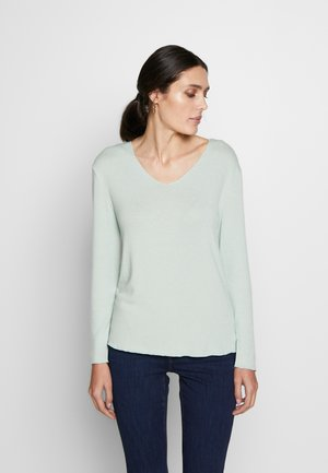 JONNA V NECK - Strikkegenser - soft green solid