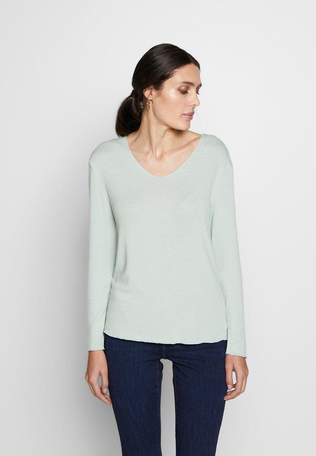 JONNA V NECK - Jersey de punto - soft green solid
