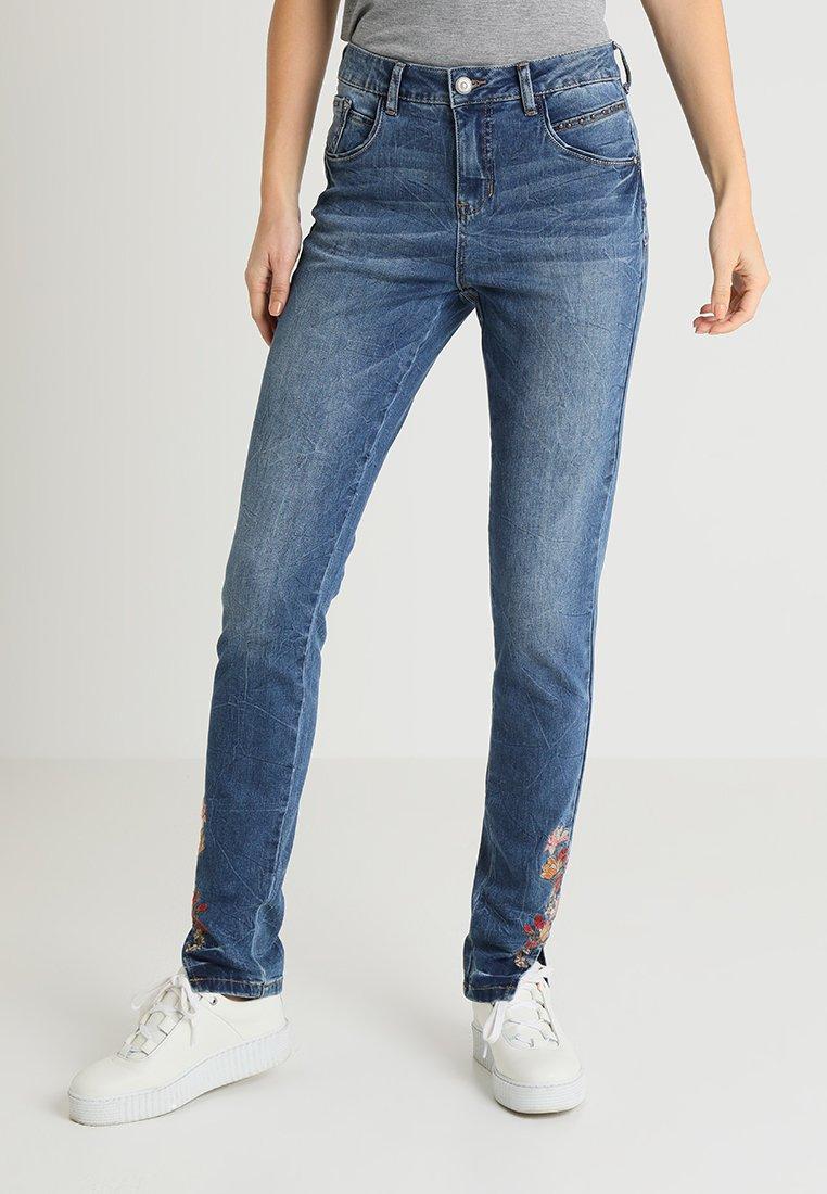 Cream - BRENDA SHAPE - Jeans Relaxed Fit - clear blue denim