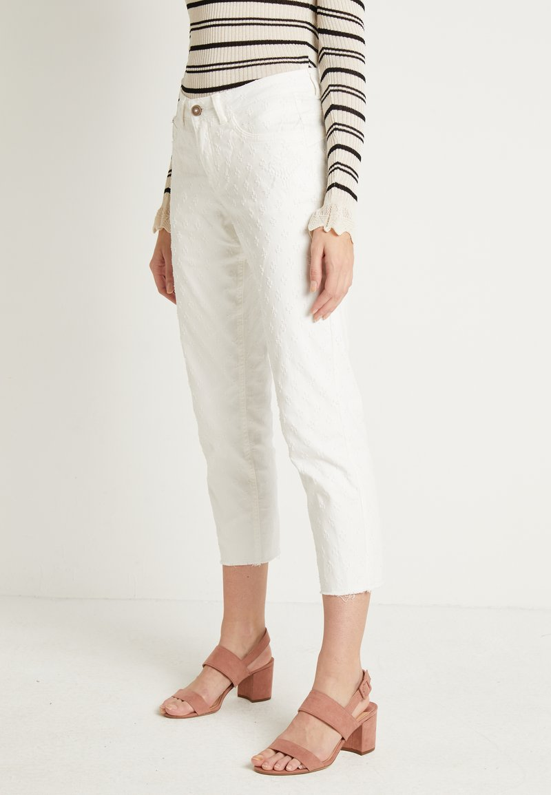 Cream - ROBINA BAIILY FIT - Jeans Relaxed Fit - chalk