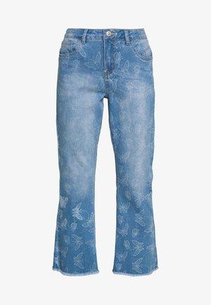 MASON SHAPE FIT - Flared Jeans - light blue