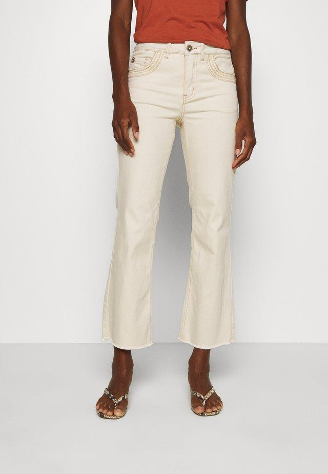 LIVA SHAPE FIT - Slim fit jeans - biscotti