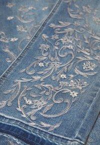 Cream - SAVANNA BAIILY - Jeans baggy - denim blue - 2