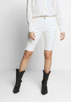 ROBINA BAIILY FIT - Shorts di jeans - chalk