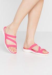 Crocs - SWIFTWATER - Chanclas de baño - paradise pink/white - 0