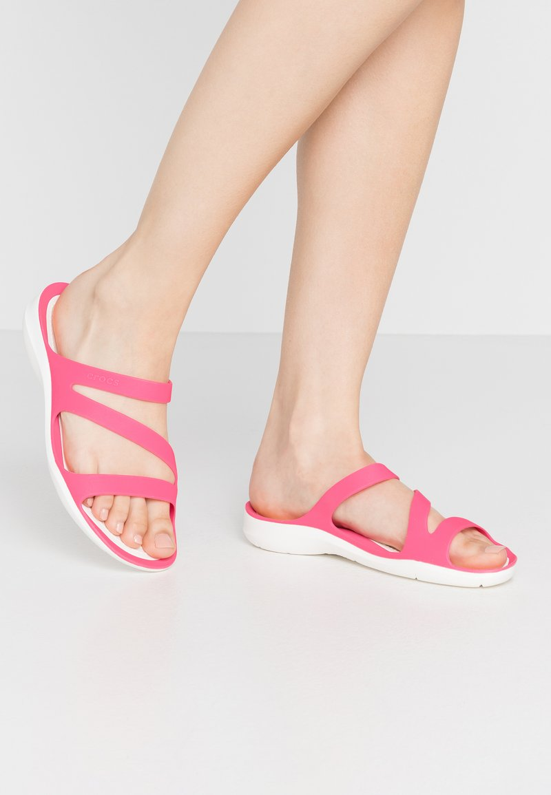 Crocs - SWIFTWATER - Chanclas de baño - paradise pink/white