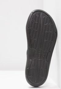 Crocs - SWIFTWATER - Badslippers - black - 6