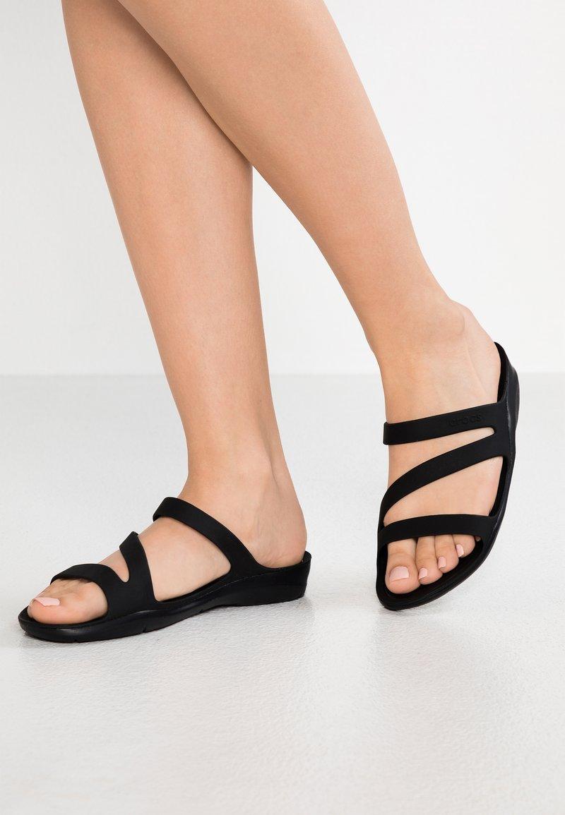 Crocs - SWIFTWATER - Sandały kąpielowe - black