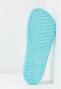 Crocs - SLOANE  - Sandały kąpielowe - ice blue - 6