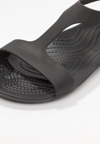 Crocs - SERENA  - Sandały kąpielowe - black - 2