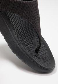 Crocs - LITERIDE MESH - Varvassandaalit - black - 2