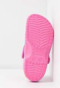Crocs - CLASSIC PRINTED  - Muiltjes - tropical/pink lemonade - 6