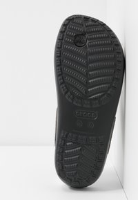 Crocs - SLOANE FLIP  - Chaussons - gunmetal/black - 6